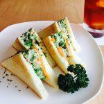 ココノヴァのトーストサンドはなぜ三角形なのか。
