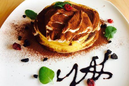 ティラミスパンケーキが新登場!王道もっちりパンケーキとティラミスを一皿でお楽しみ頂けます!