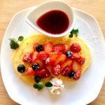 【冬季限定】温かいベリーソースで食べる「ベリーのパンケーキ」